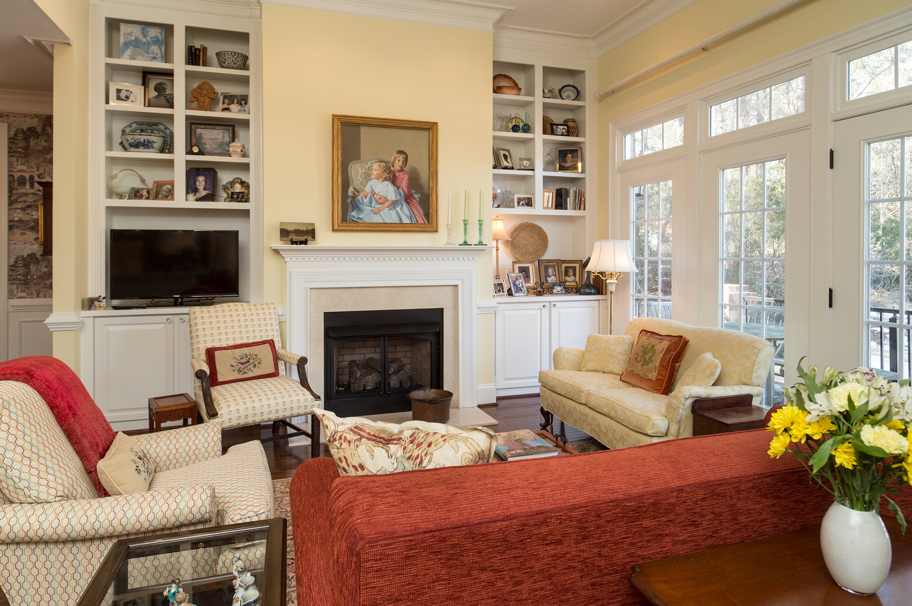 75 Beautiful Traditional Living Room With A Tv Stand Pictures Ideas July 2021 Houzz