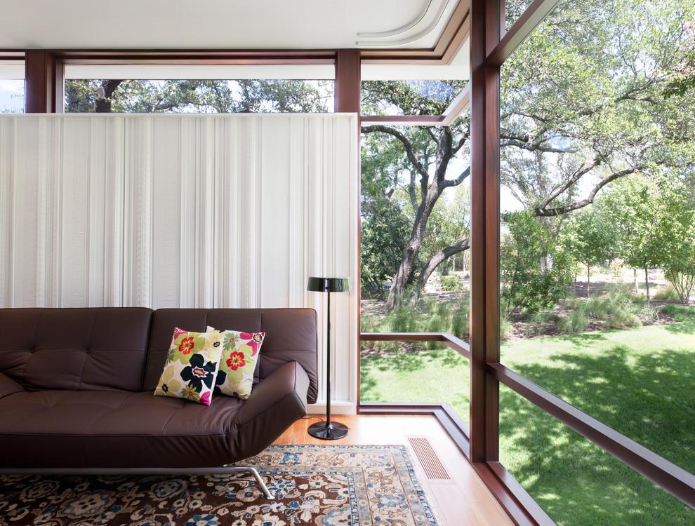 Foto di un soggiorno minimalista
