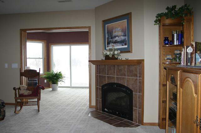 E Residence traditional-living-room