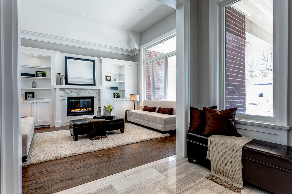 Design ideas for a transitional living room in Toronto.