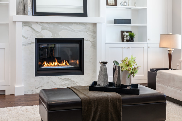 Design ideas for a traditional living room in Toronto.