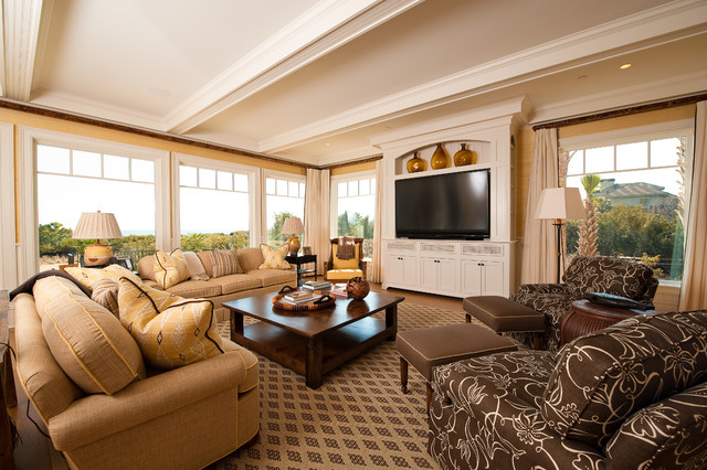 Flyway Drive Residence traditional-living-room