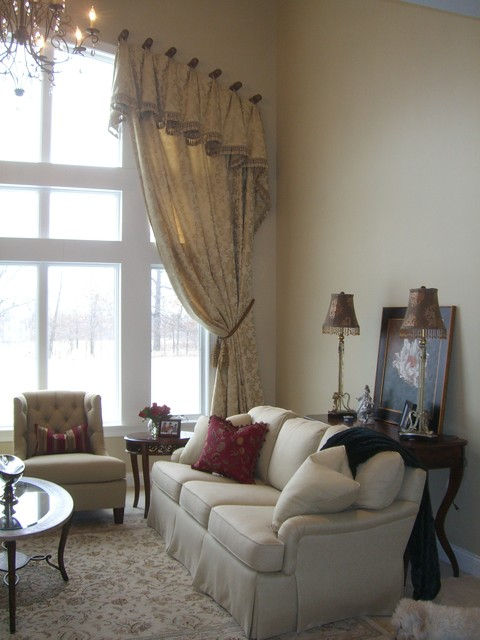 formal great room with arched window treatment