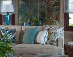Four Seasons Vacation Home tropical living room