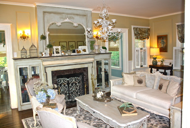 Example Of An Eclectic Living Room Design In Atlanta