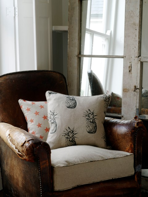Trendy living room photo in Oxfordshire