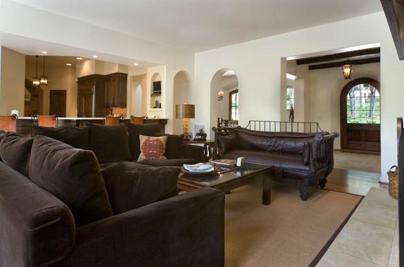 Living room - rustic living room idea in St Louis