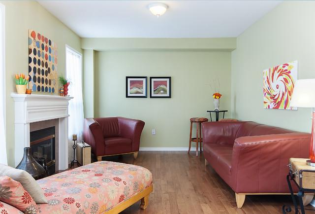 Gaydon Way, Brantford traditional-living-room