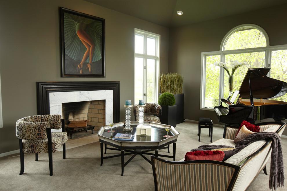 Ejemplo de salón con rincón musical clásico con paredes grises, moqueta y todas las chimeneas