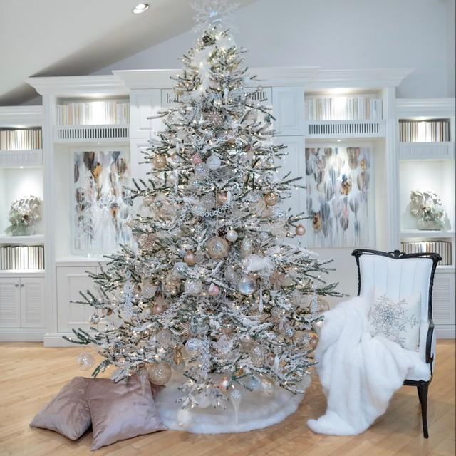 White Christmas Tre: Glamorous, White Christmas Tree And Holiday Decor