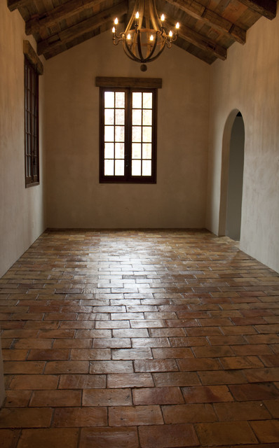 Guesthouse With Reclaimed French Terracotta Flooring And Shower Mediterrane
