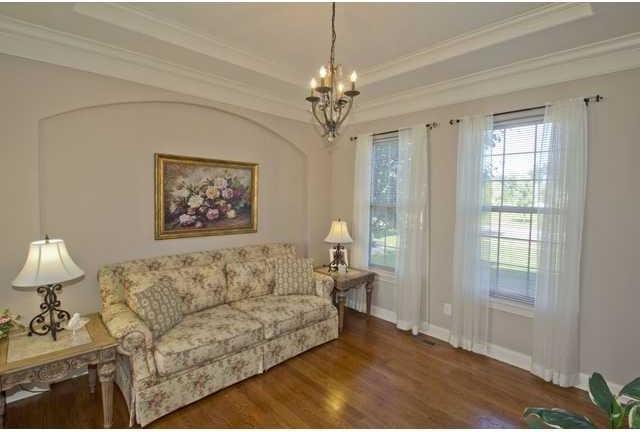 Elegant living room photo in Columbus