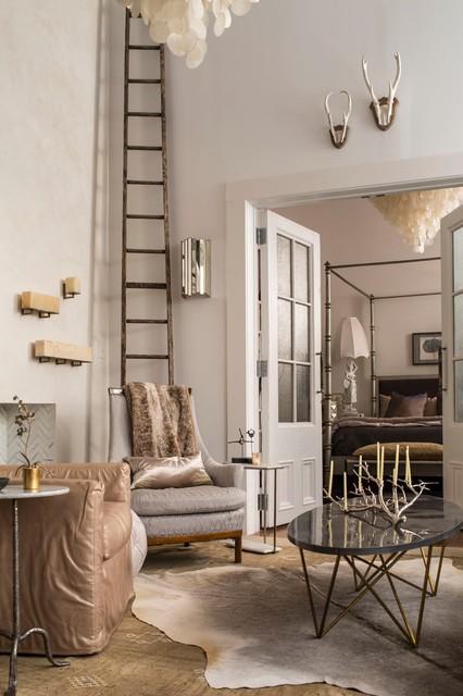 Higher ground classique chic salon par urban home for Salon classique chic