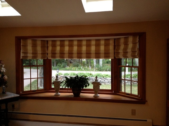 Hobbled roman shade for bay window for Roman shades for bay window