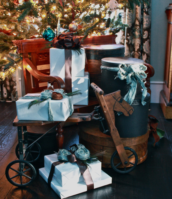 Holiday decorating ideas traditional-living-room