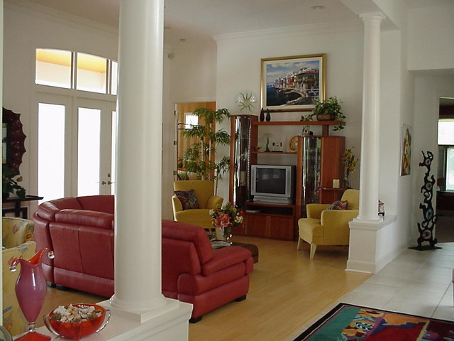 Home in Naples, Florida modern living room