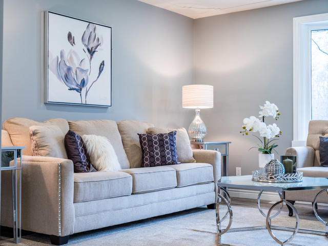 Living room photo in Toronto