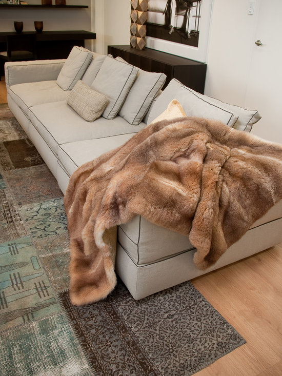 Honey NZ Possum Throws & Blankets - New Zealand Possum fur is an incredibly silky soft, plush, warm and luxurious natural product. This comes with a lovely velvet textured fabric backing.