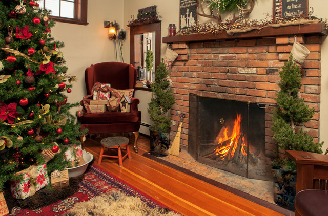 HOt HOliday HOmes. Ballet Kelowna traditional-living-room