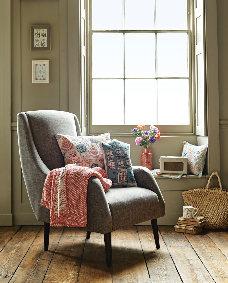 Cottage living room photo in London