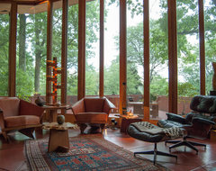 Houzz Tour: An Architectural Relic Thrives in the Heartland of Ohio modern-living-room