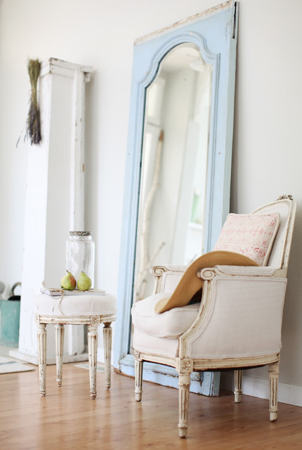 http://dreamywhites.blogspot.com/ eclectic-living-room