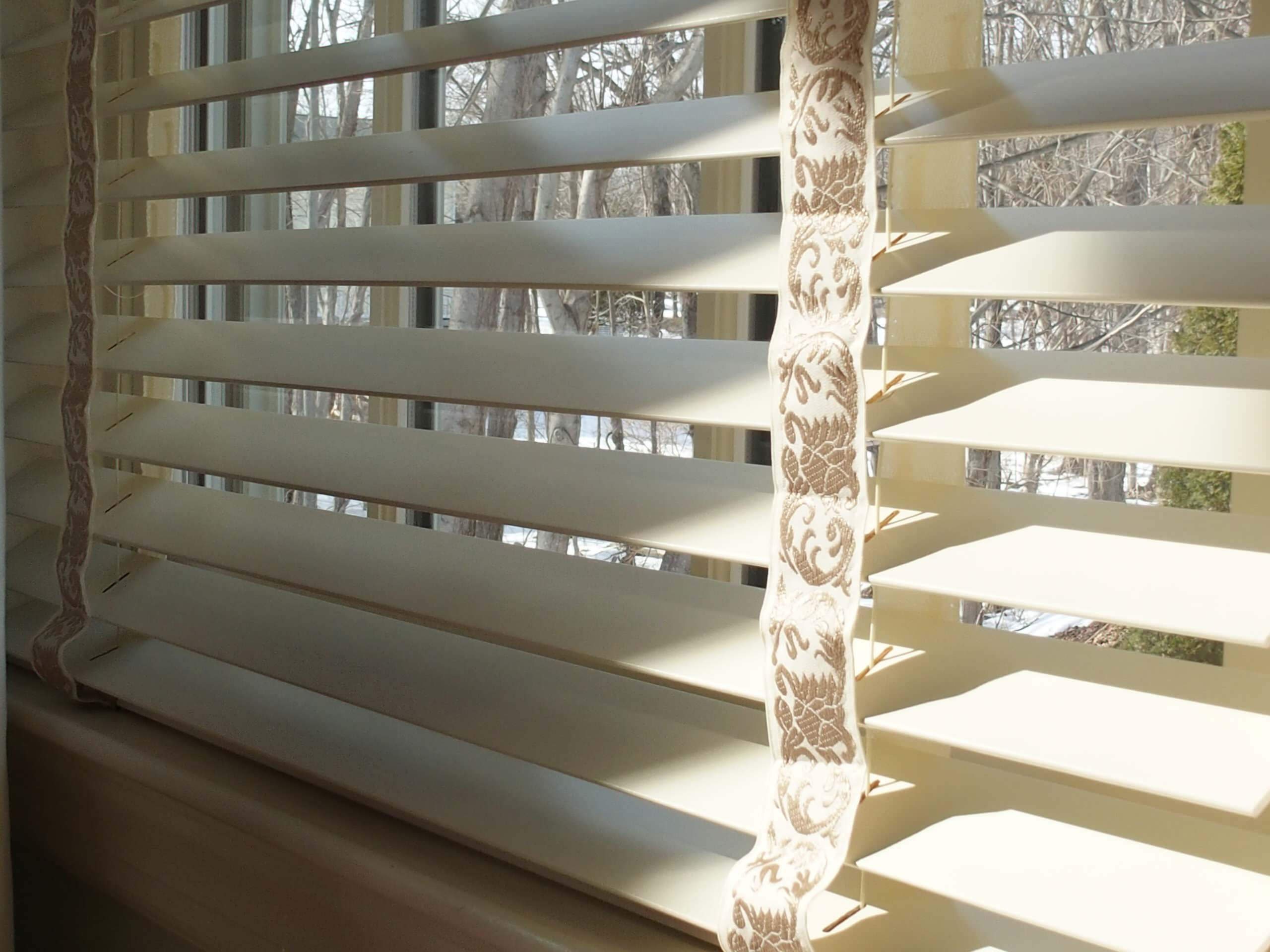Hunter Douglas Parkland Wood Blinds with Decorative Tapes