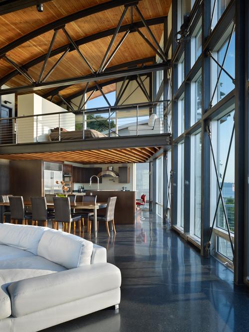 панорамные окна металлические конструкции на потолке в сочетании с деревом