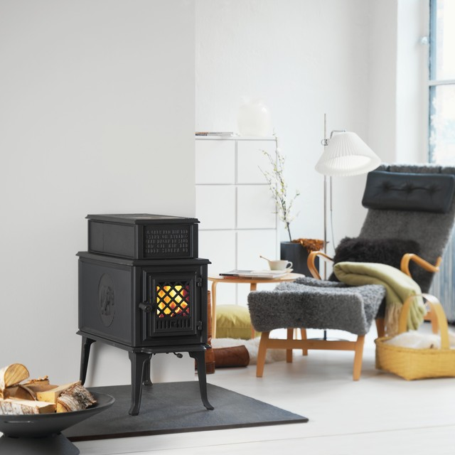 Jotul 118 CB Black Bear Wood Stoves traditional-living-room