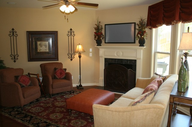 Kennewick Place traditional-living-room