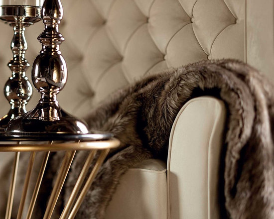 Kesy Lux Loveseat - Capital Decor Italy - TALL WING LOVESEAT WITH TUFTED BACKREST FOR THE GLAMOROUS LIVING.