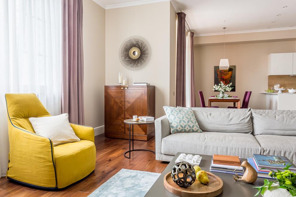 На фото: с высоким бюджетом большие гостиные комнаты в стиле современная классика