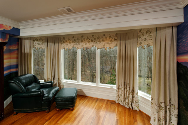 Leafy canopy award winning bedroom bay window treatment for Traditional window treatments living room
