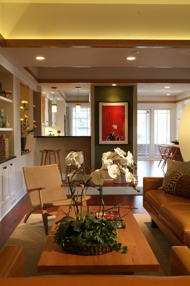 Example of a mid-sized classic living room design in Chicago