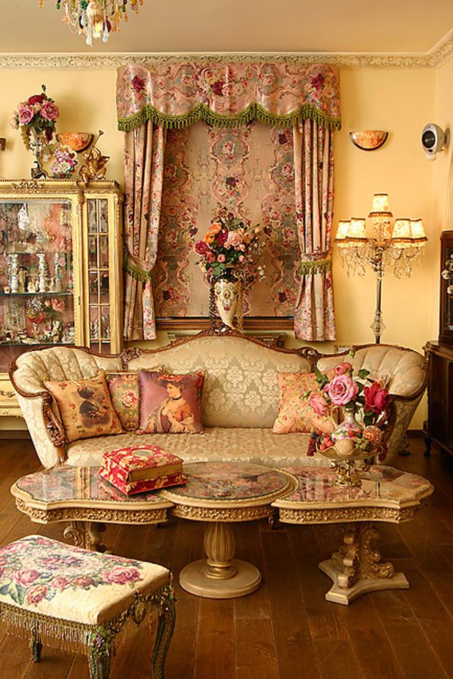 living room - Victorian - Living Room - Other - by Elad Gonen
