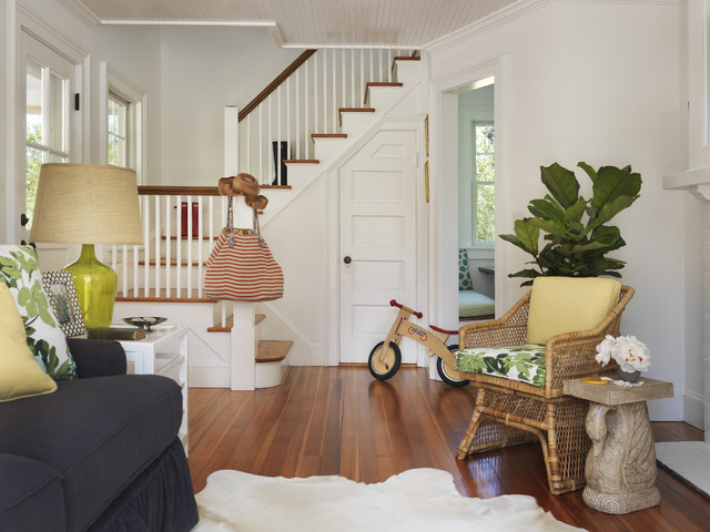 Houzz tour beach cottage chic in rhode island for Eclectic chic living room