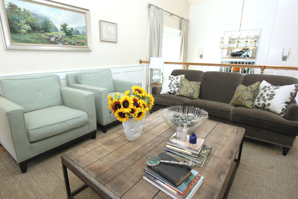 Example of a transitional living room design in Orange County