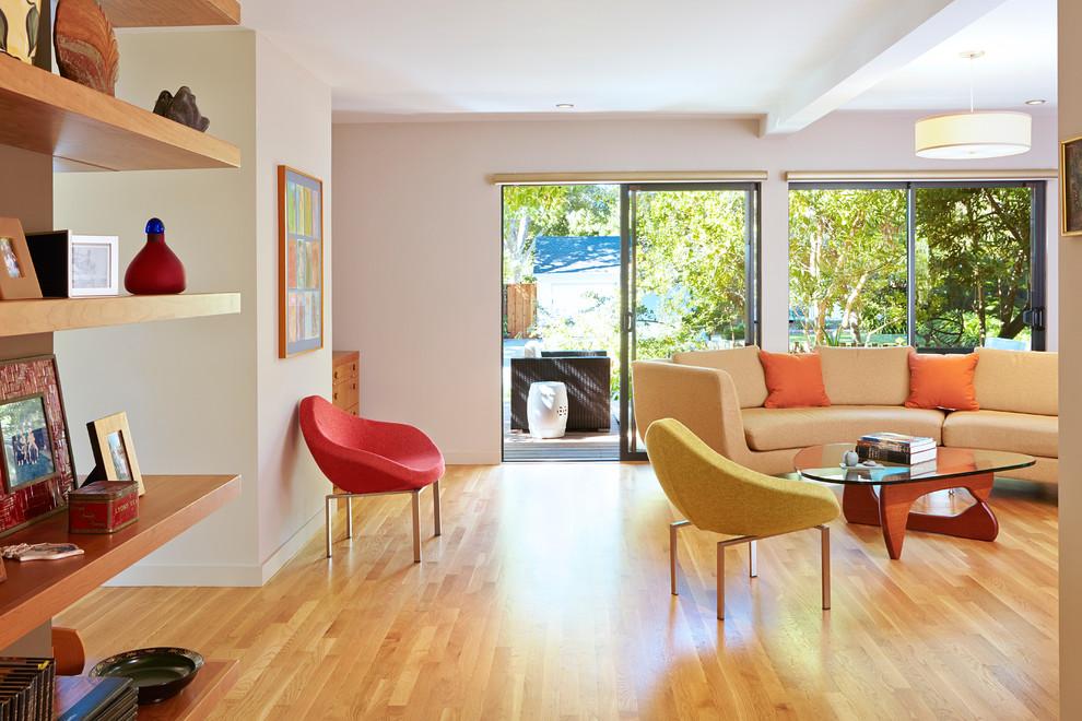 Inspiration for a mid-century modern light wood floor living room remodel in San Francisco