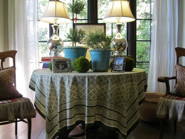 Living room round table 1930 39 s spanish style eclectic for 1930 living room ideas