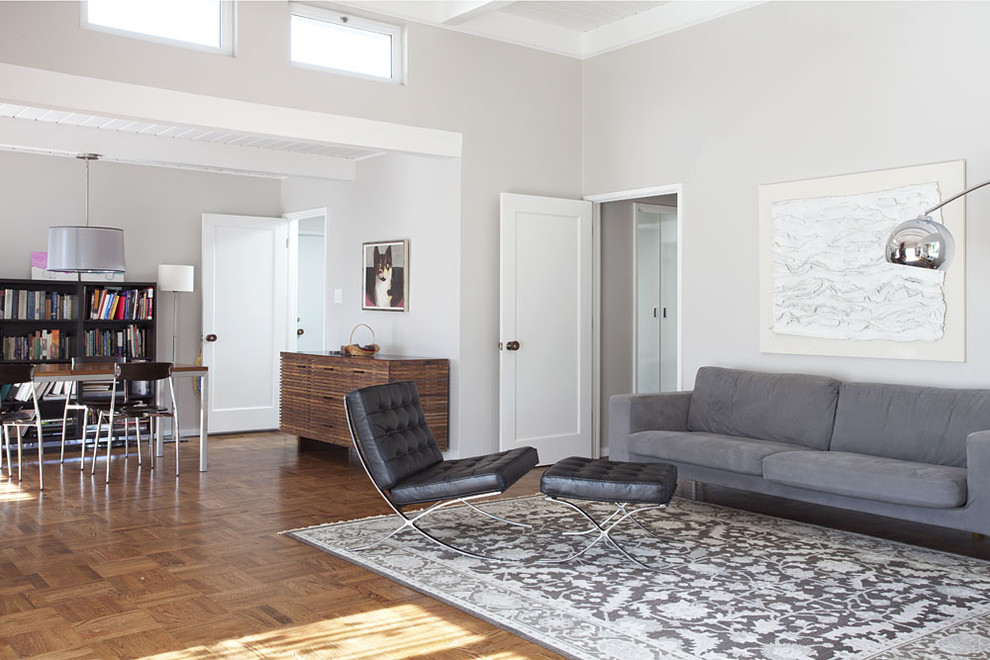 Example of a 1960s living room design in San Francisco with gray walls