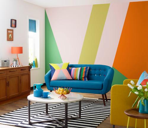 salon pop avec mur graphique coloré