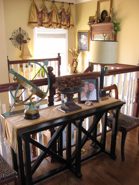 Livingroom console table- southernhospitality traditional-living-room