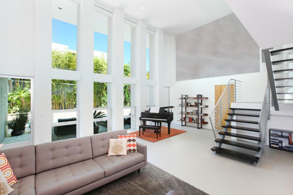 Ejemplo de salón exótico con paredes grises