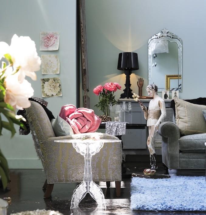 Living room photo in Atlanta