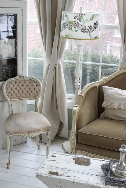 Lola B's traditional-living-room
