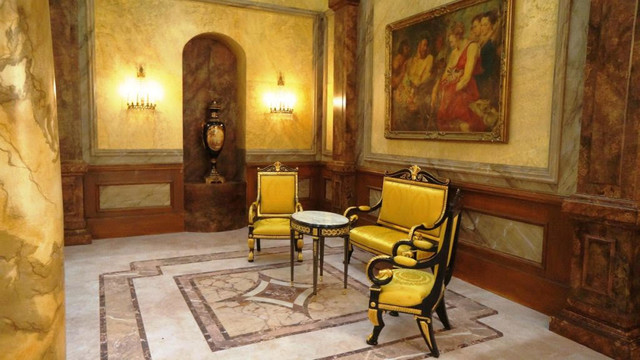Luxurious entrance hall by sanssouci interior victorian for Hall interior furniture