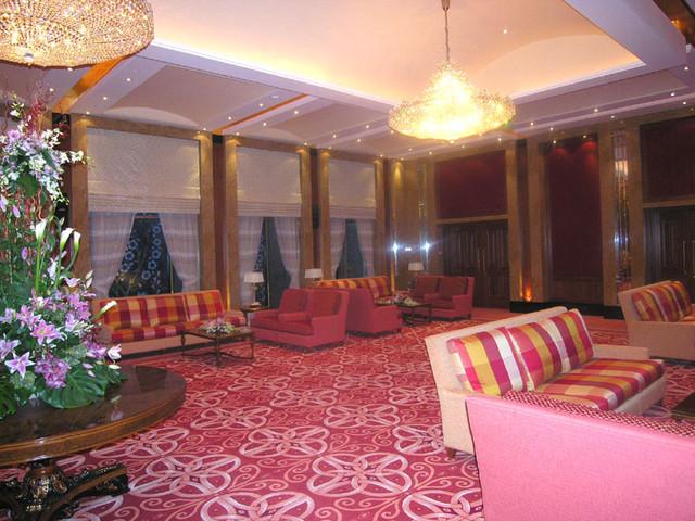 Luxury arabian family diwaniya ballroom villa for Arabian living room ideas