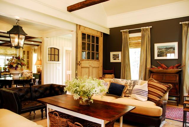Maeve S Way Traditional Cape Farmhouse Living Room