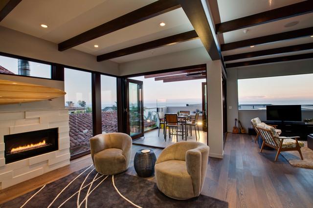 Manhattan beach high tech architectural oceanview beach for Hi tech living room designs