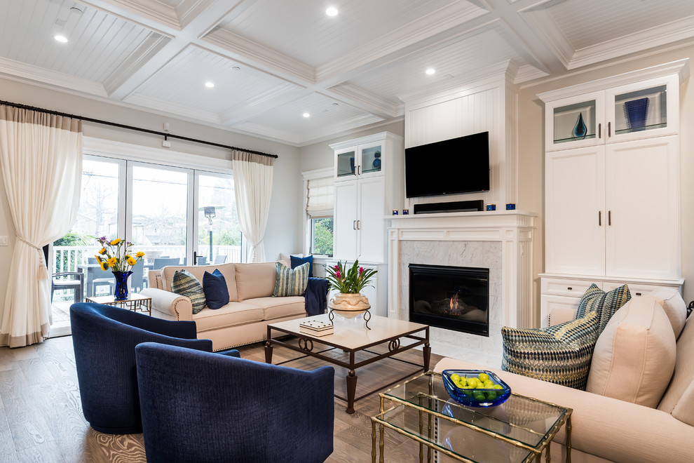Example of an eclectic living room design in Los Angeles